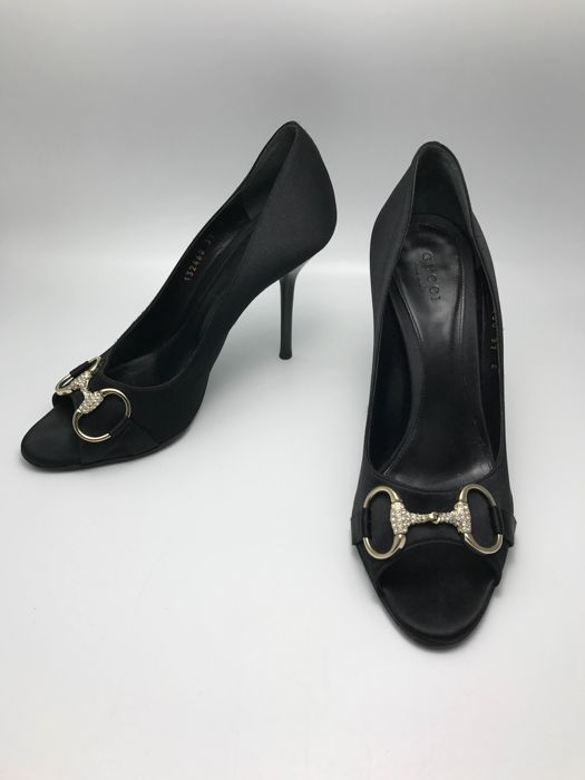 8db5c69539e8 Gucci satin open toe pumps   shoes - Catawiki