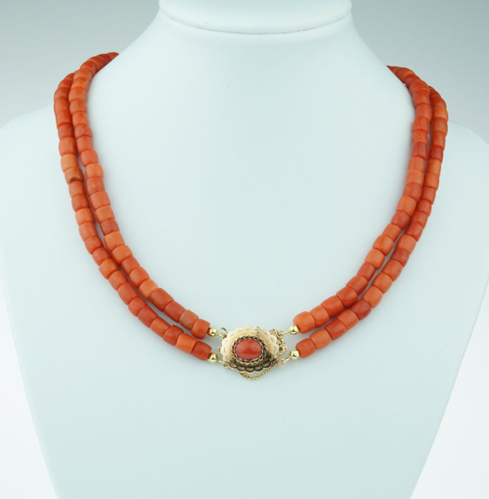 Old Dutch 2-strand red coral necklace with a 14 kt gold clasp