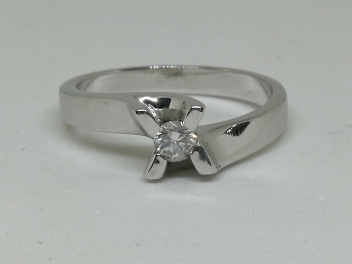 Ring in 18 kt (750) white gold - Diamond of 0.10 ct - Size 16
