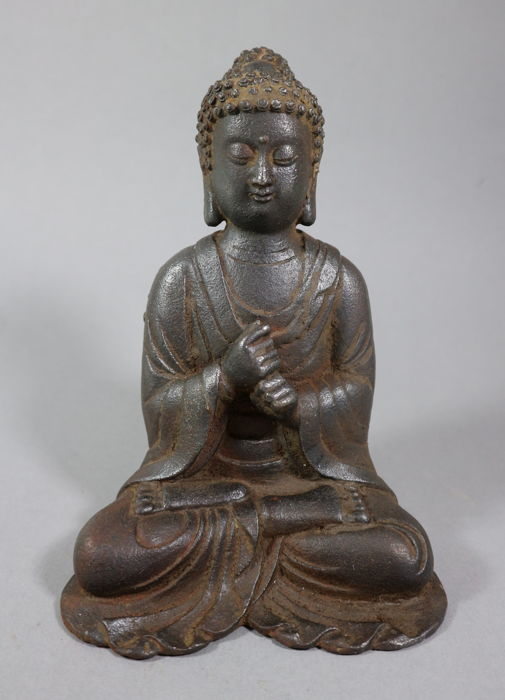 Cast iron Buddha with rare Vajra Mudra - China - late 20th century