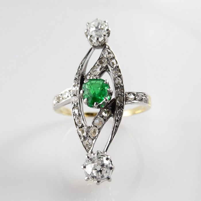 Art Nouveau ring with bright green emerald and 30 diamonds