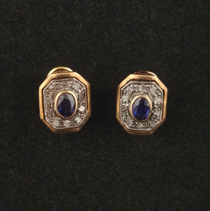 Earrings in 18 kt gold with central sapphire (2 ct) and diamonds (0.10 ct)