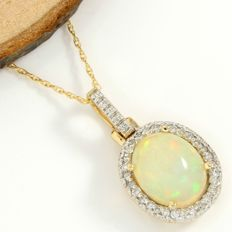No Reserve Price - 14kt Yellow Gold 4.25 ct Opal and 0.35 ct Diamond Pendant Necklace - 45 cm