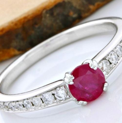 18 kt White Gold 0.67 ct Ruby, 0.21 ct Diamond Ring; Size: 6.75