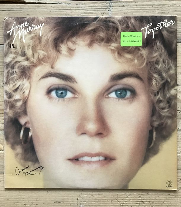 Anne Murray : 2 signed LP albums