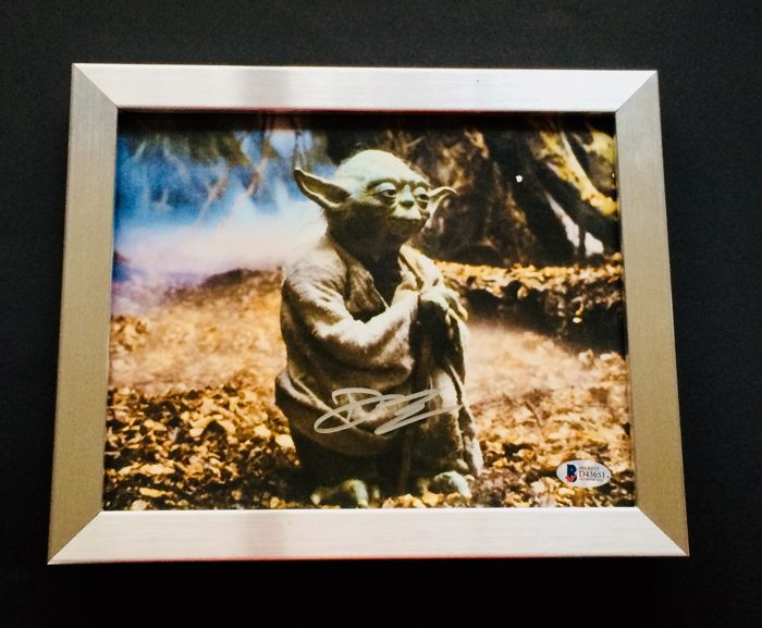 Star Wars / Yoda / Deep Roy - Authentic Signed Autograph in Amazing Professional Photo (20 x 25 cm) - Premium Aluminium Framed - With Certificate of Authenticity BECKETT