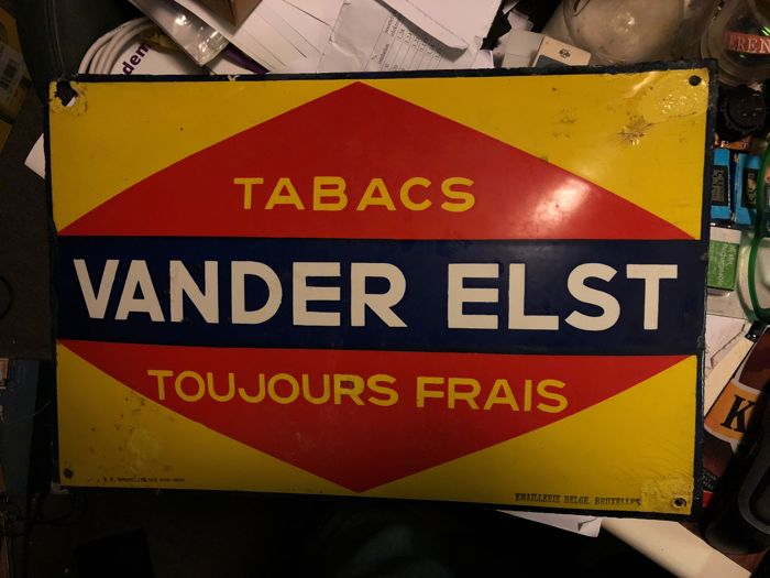 Enamel sign that is convex 'Tabacs VANDER ELST' 1932