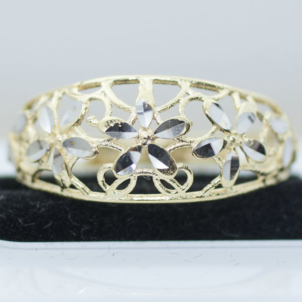 Elegant cutting ring in 18k yellow and white gold