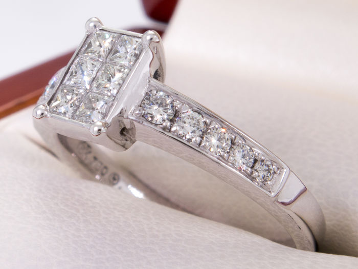 18K white gold - Elegant diamond half carat ring - ***No Reserve***