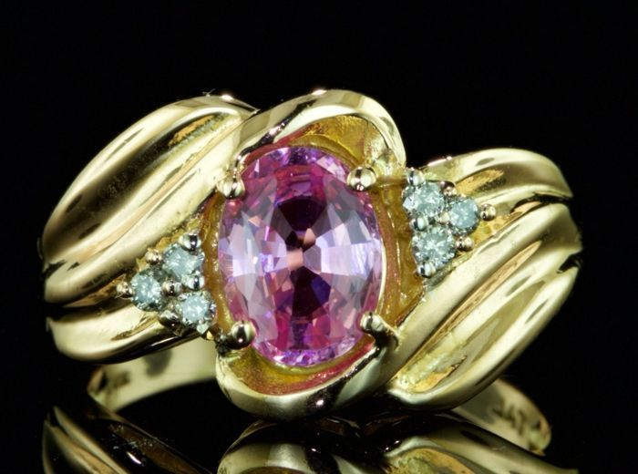2.0 ct ring with a pink sapphire and diamonds - no reserve price -