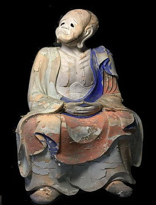 A very rare Japanese sitting Arhat / Rakan (47 cm) - Japan - early 17th century (early Edo period)