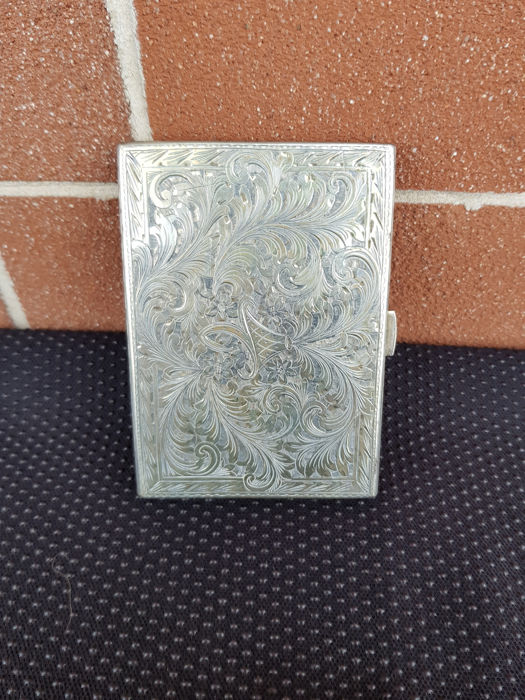 Vintage, handmade cigarette case in silver 800. Italy, 1940s