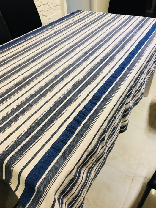 Tablecloth in denim with lace - in good condition - 169 x 163 cm