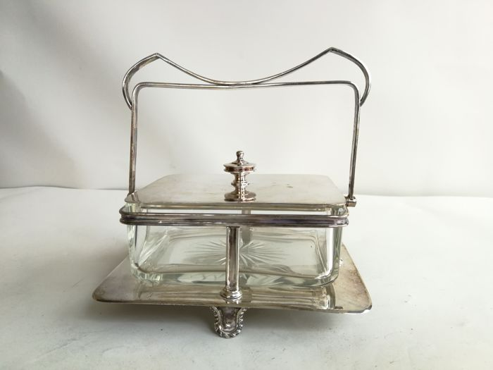 Nice, silver plated butter or sardines dish with lid and handle, by William Hutton & Son