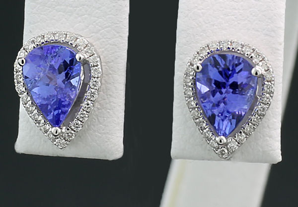 A pair of tanzanite brilliant stud earrings in droplet shape, 750 white gold --- no reserve price
