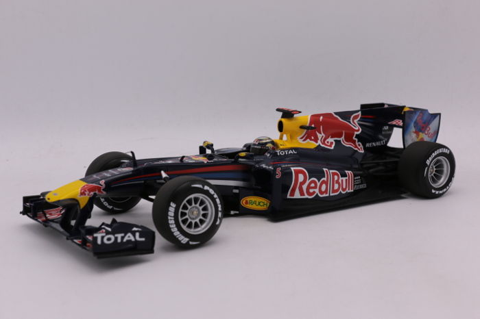 Minichamps - Scale 1/18 - Red Bull Racing RB6 - 2010 - Driver: S. Vettel