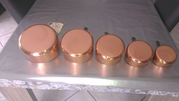 Lot of five beautiful casseroles in thick copper with tinned interior from LES CUIVRES DE FAUCOGNEY in the heart of FRENCH COMTÉ (new)