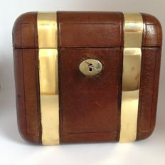 Leather Travel Case finished with brass straps and keys - England - 20th century