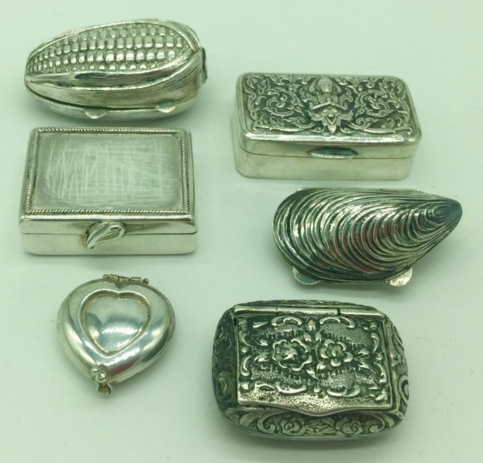 Lot of collectible pill boxes or snuff boxes in sterling silver 800 Italy, 20th century