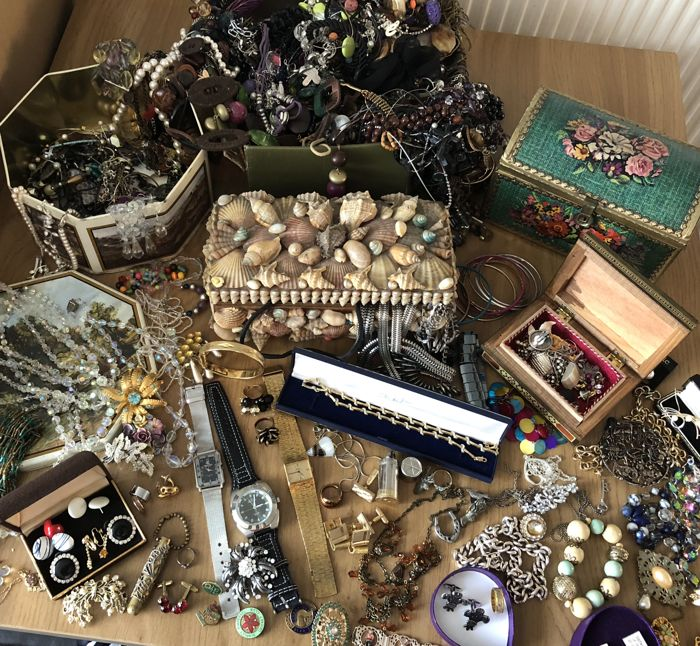 Jewelery joblot including lots of brooches watches cufflinks chains pins vintage jewellery boxes plus gem stone stones