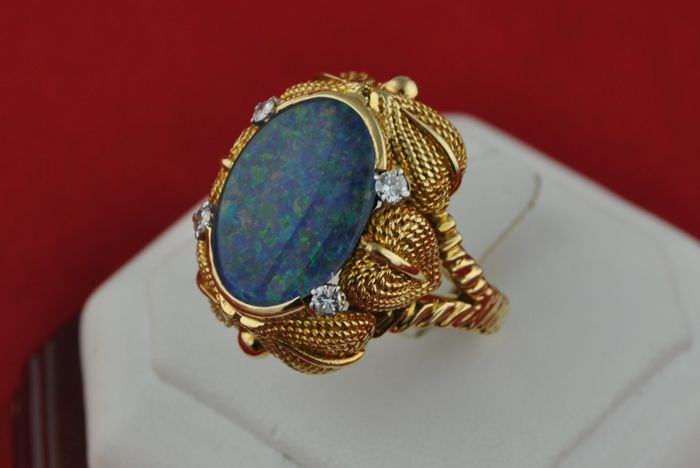 1960's blue oval Opal & Diamonds (tot. +/-0.20 ct F/VS-SI) set in elaborately 18k yellow gold shank