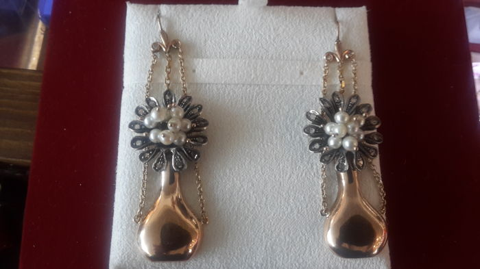 Fine quality gold pearls and diamonds earrings