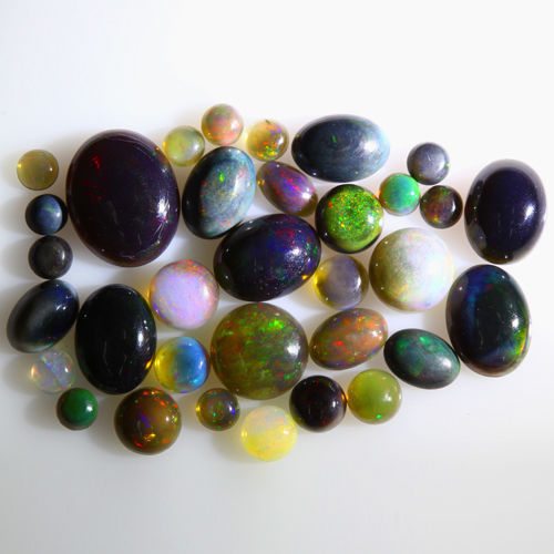 Lot of 33 + 27 natural Welo Opal, vibrant play of colours - 22 carat for 60 pieces