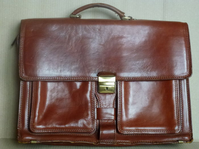 Professional leather bag with two large external pockets; rear lined pocket with zip closure - 20th century - Italy