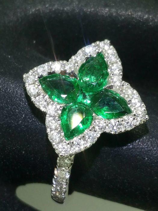 Emerald ring 1.80 ct and diamonds 0.72 ct, G/VS