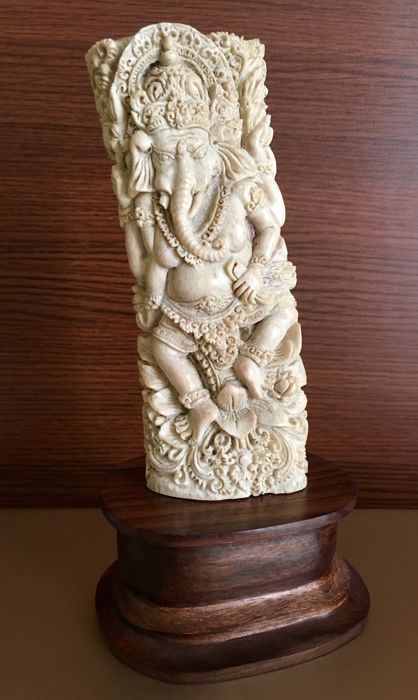 High quality deerhorn carved Ganesha - Indonesia - 21st century (24 cm)