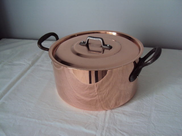 Rare and beautiful Tupperware Vintage French casserole dish made from thick copper (new) ca. 1970 (never used)