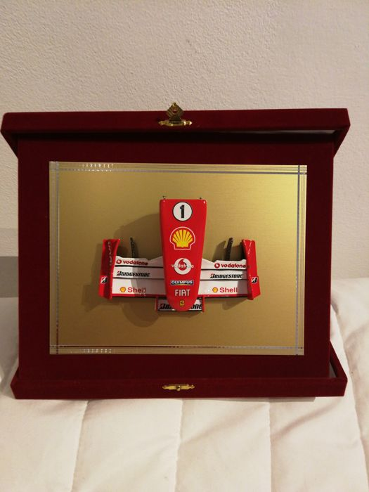 DMC 55 - Scale 1/12 - Front wing assembly F2004 on golden steel plaque and velvet case