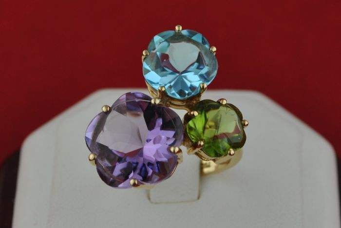 Exclusive Ring with Trio of Flower sculpted Natural Amethyst, Peridot & Aqua-Marine Stones set on 18k/750 Yellow Gold