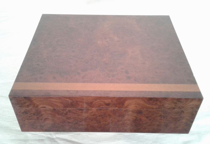 Humidor / Cigar Box in precious elm briar
