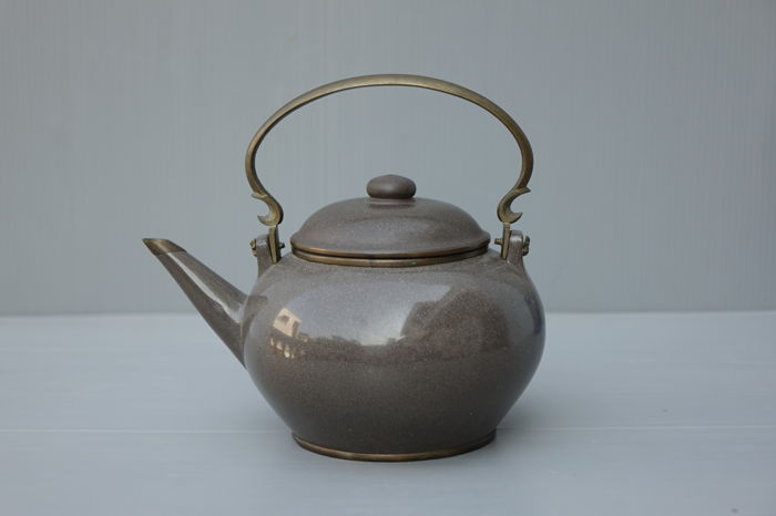 Polished Yixing Pottery Teapot - China (for Thai Market) - 19th Century