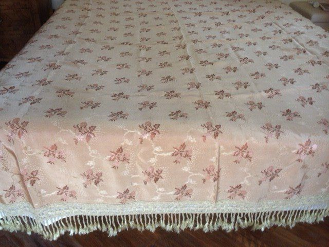 Precious bedcover in 100% hazelnut damask silk completely decorated with pink peach flowers