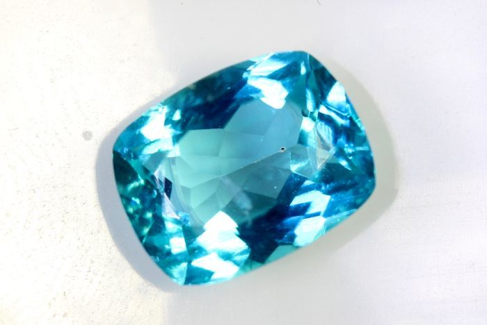Topaz  - 2.52 ct - VIVID Blue - NO RESERVE PRICE