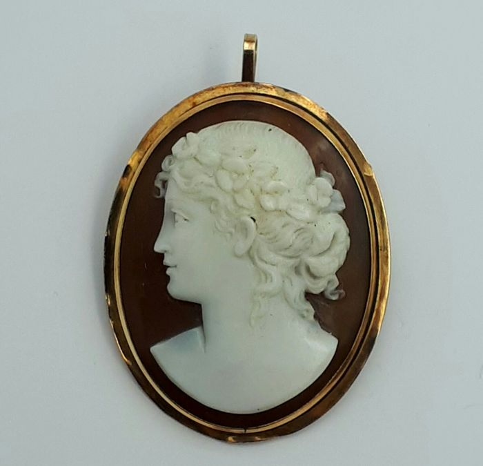 Vintage Cameo Pendant/ Brooch , 18 Ct Yellow Gold, Size:3.4x2.6cm, Total Weight 5.03g