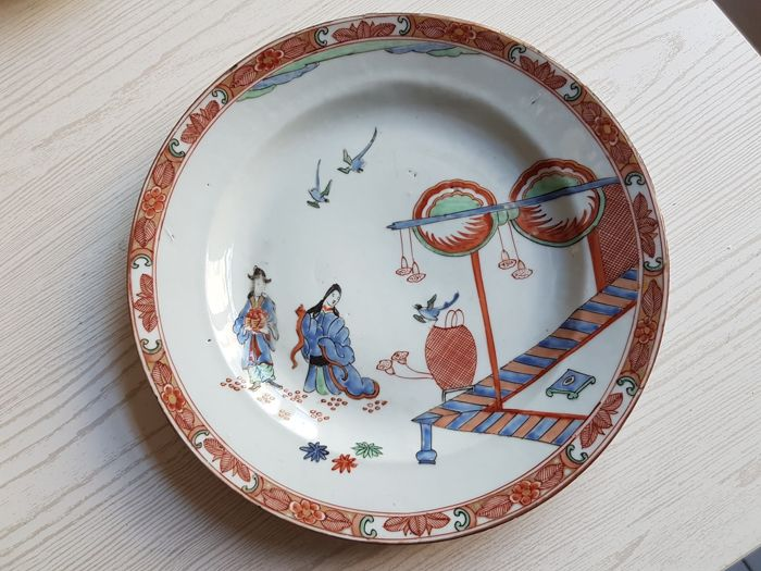 A white Chinese porcelain  plate, with Amsterdam bond Kakiemon `Old Lady` Pattern.- 18th century (Kangxi period)