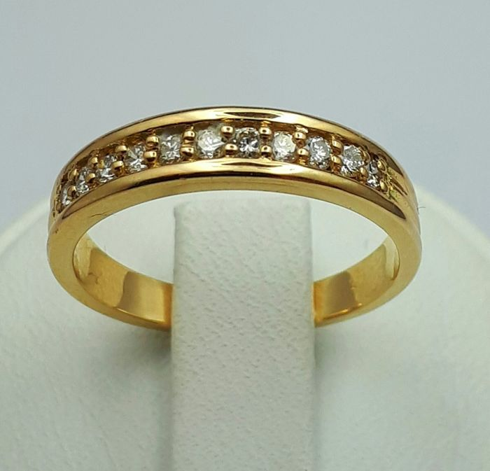 18 Ct Yellow Gold  Diamond Band Ring, Size:17.5mm, Total Weight:3.50g
