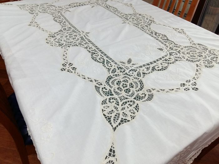 Rectangular linen tablecloth with embroidery and inlays 160 x 120 cm. Colour: beige