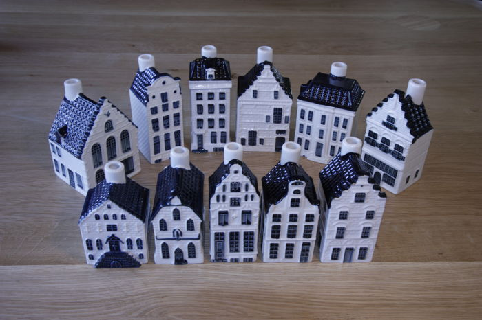 11 stuks KLM huisjes (Blue Delft's exclusively made for KLM by BOLS) AMSTERDAM 1575.