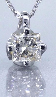 White gold solitaire pendant with 1 princess cut diamond of 0.50 ct -