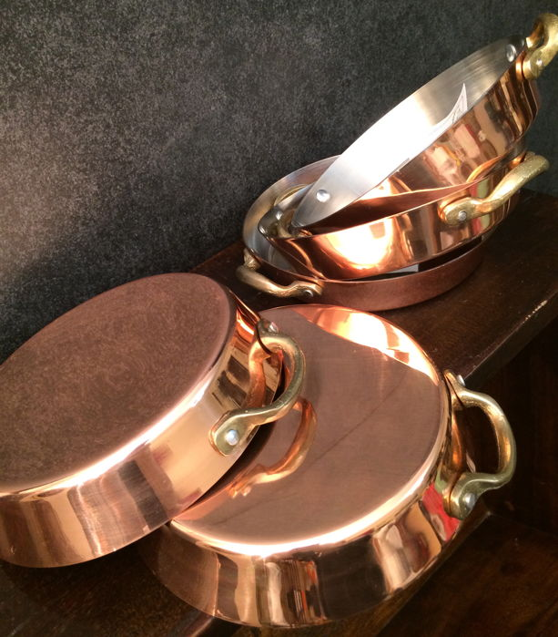 CUIVRE Fait a La Main - 5 copper oven scales / sauce scales / pans - unused