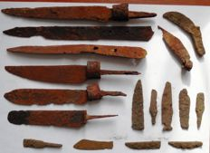 Selection of 17 Iron knives, Viking period, Early Medieval (9-12 century) 45-210 mm (17)