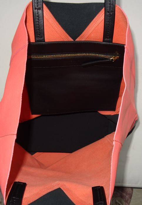 584fcdcd3bf Céline - Bicolor Calfskin Leather Horizontal Cabas Tote bag - Catawiki