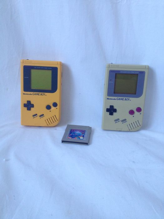 Two Nintendo Gameboy 1989 with original Tetris Game