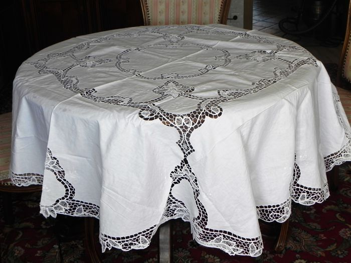 Large antique round festive tablecloth Richelieu embroidery - handwork - diameter 173 cm