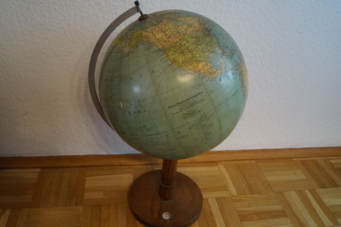 Nice large antique Räths political earth globe Publisher Paul Räth Leipzig wooden stand with German Empire and former German colonies,