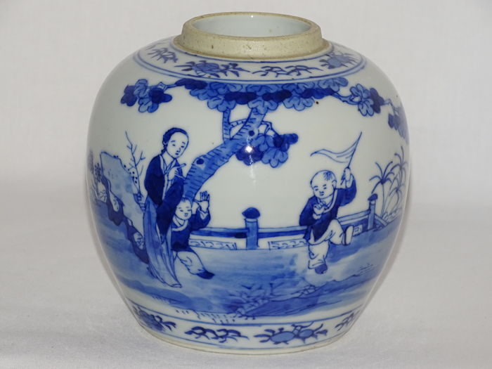 A beautiful blue and white Porcelain Vase - China - late 19th Century
